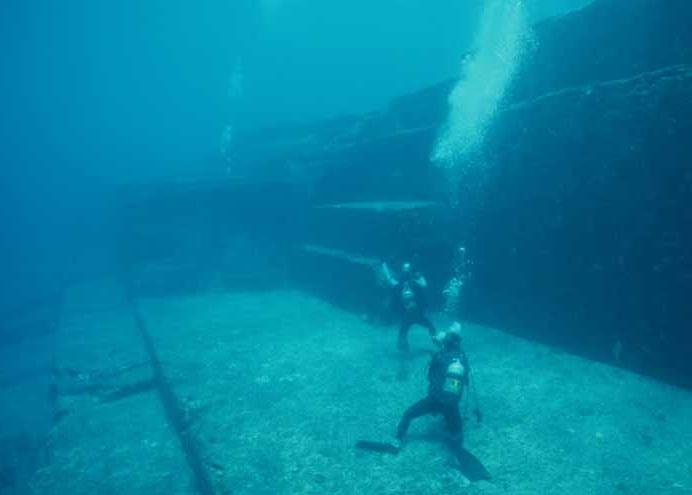 поиск подводных пирамид