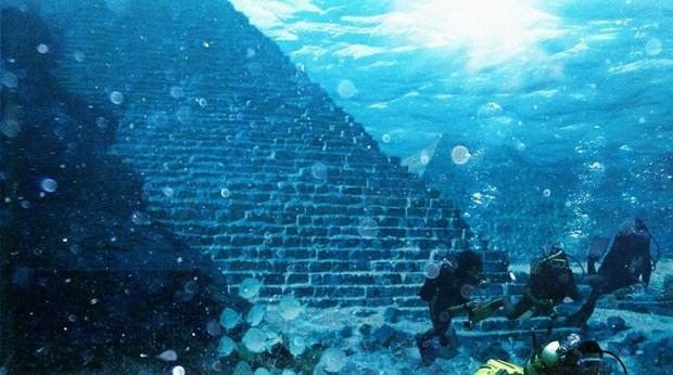 Пирамида на дне озера