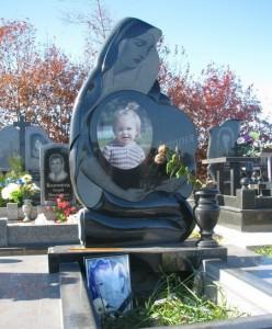 Могилы детей – фото